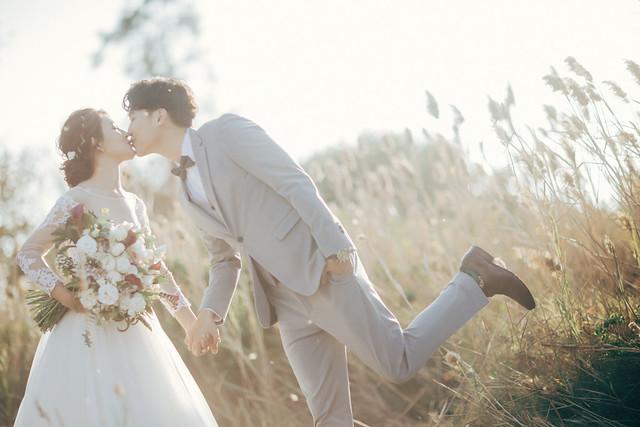 台南婚紗街拍風格、唯美白紗拍出兩人最自然的日常婚紗寫真|Hermose Wedding