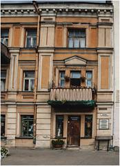 209- IMÁGENES RELIGIOSAS EN UN RINCÓN  DE VILNIUS - LITUANIA - (--MARCO POLO--) Tags: rincones curiosidades ciudades escaparates arquitecturacostas edificios