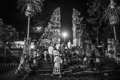 (kuuan) Tags: omzuikoautowf2824mm om olympus 24mm f28 mf manualfocus ilce7 bali indonesia sonya7 sony purapenataransasih pejeng odalan temple festival balinese ceremony moon entrance bw night