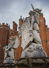 Unicorns and Dragons (London Lights) Tags: londonlights unicornsanddragons london lights londres londra stone statues unicorns dragons