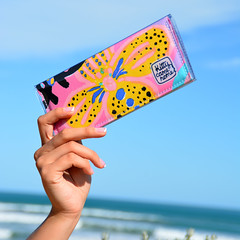 43764139355_22009c172d_o (Kitty Came Home) Tags: kittycamehome kendone vintagekendonefabric purse wallet clutch handmade australianmade wellmade beach goolwabeach flowersbythesea