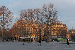Place de la République - Paris (France) (Meteorry) Tags: europe france idf îledefrance paris placedelarépublique république square boulevarddemagenta boulevardsaintmartin people sunrise leverdusoleil buildings immeubles winter hiver trees arbres december 2018 meteorry