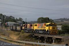 Black Gully (Mittens_97) Tags: aurizon coal train coaltrain 2366d yellow bridge toowoomba qld queensland queenslandtrains rail railway railroad old loaded australia australian trains