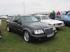 Mercedes-Benz E500 VAM309D (Andrew 2.8i) Tags: show classic cars car mare super weston classics westonsupermare german saloon sedan sports eclassklasse 500e v8 e500 mercedesbenz