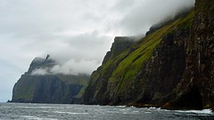 Vestmanna (mikael_on_flickr) Tags: vestmanna føroyar færøerne faroeislands isolefaroe sea atlanticsea atlanterhavet bjerge bergen montagne water acqua skyer clouds nuvole windy blæst coastline