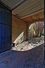 Spleen printanier (Tonton Gilles) Tags: alençon normandie hdr rue du château siège arbre rayon de lumière paysage urbain entrée cour