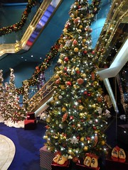Caribbean Sea, Day 7 -- Caribbean Cruise Vacation, Holland America's Veendam, Christmas Decorations in the Atrium (Mary Warren 12.0+ Million Views) Tags: caribbean cruise hollandamerica veendam christmastree christmasdecorations lights