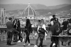 Daily frame (IN EXPLORE) (antoniomolitierno) Tags: firenze strada fotografia italia toscana bianco nero stile florence street photography italy tuscany white black style sorrisi ragazze ragazzi donne uomini piazzale michelangelo belvedere vista cupola duomo città persone smiles girls boys women men large square view dome cathedral city people canon eos 760d bn bw