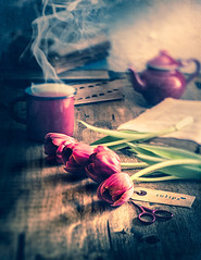 Tea, flowers and books (Ro Cafe) Tags: ddproject52 edge80 lensbaby makemehappy sonya7iii stilllife tulips week11 books flowers tea textured
