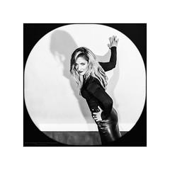 Film Noir XXXVI (Passie13(Ines van Megen-Thijssen)) Tags: filmnoir portret kiki woman weert netherlands blackandwhite bw sw zw zwartwit monochroom monochrome monochrom canon sigma35mmart inesvanmegen inesvanmegenthijssen