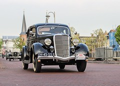 1935 Ford SDN 45 L - DH-45-55 (Oldtimers en Fotografie) Tags: 1935fordsdn45l dh4555 1935 fordsdn45l ford sdn45l classiccar classiccars klassiekers klassieker oldtimer oldtimers oldcars oldcar voiture voitures automobiles automobile carshow carevent oldtimerevenement oldtimertreffen elfstedentochtrally2018 sneek fransverschuren fotograaffransverschuren photographerfransverschuren oldtimersfotografie car vehicleamericanclassiccar americanclassiccars uscars classicamericancars classicamericancar classicuscars