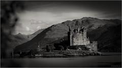 Highlanders Home (mike goehler) Tags: black white schwarz weiss sepia nature architecture architektur highlander castle burg scottland schottland
