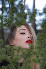 04022019_0322-4 (Marcosbamala) Tags: canbarnic retrato portrait retrat nature naturaleza naturalesa light red lips blonde rubia rossa labios llavis green verd verde photo photography picture pic photograph shoot shooting girl canon catalunya catalonia colours colores colors face cara tamron 1750mm