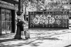 Bienvenue à l'air de jeux (mouzhik) Tags: 11000sf56iso800 45mm canon powershot g1xmarkiii canonpowershotg1xmarkiii мужик moujik mouzhik muzhik zemzem mujik paris parís 파리 париж 巴黎 парыж פריז pariisi パリ párizs parîs باريس parys parizo парис paryż παρίσι پاریس parijs photoderue photographiederue strasenfotografie streetphotography צילוםרחוב yличнаяфотография ストリートスナップ стритфотография تصويرالشارع fotografiadistrada fotoderua fotografíacallejera noiretblanc nb schwarzweis monochrom blackandwhite bw monochrome blancoynegro blanconegro biancoenero bianconero bienvenueàlairdejeux quiveutjouer lairdejeux
