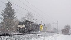 189 927 + 193 93x (Daniel Apfel) Tags: 189 doppeltraktion klv auflieger container dgs lomo lokomotion siemens es64f4 mrce mietlok gemietet eglharting oberbayern bayern viergleisig doppel 189927 927 gelb schwarz schnee schneeschauer