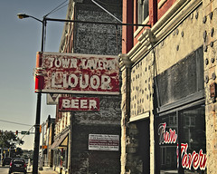 There's a Tavern in the Town (Pete Zarria) Tags: red indiana lincoln highway us 30 old neon sign tavern liquor bar beer wine downtown decay ghost
