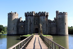 Bodiam (mbphillips) Tags: europe 歐洲 欧洲 europa 유럽 castle castillo 城堡 mbphillips goetagged photojournalism photojournalist england angleterre inglaterra 英国 英國 영국 イングランド english greatbritain eastsussex 이스트서식스주 東薩塞克斯郡 sussex canon80d canoneos80d canon sigma1835mmf18dchsm sigma bodiamcastle moat moatedcastle bodiam medieval