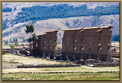 Raqchi - Templo de Viracocha - Perú (Fotocruzm) Tags: canchis fotocruzm mcruzmatia perú templo de viracocha templodeviracocha racchi cuzco raqchi arqueología complejoarqueológico pachacútec inca wiracocha eltemploahuiracocha rutadelsol