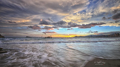 (067/19) Agua mansa (Pablo Arias) Tags: pabloarias photoshop ps capturendx españa photomatix nubes cielo arquitectura ocaso atardecer mar agua mediterráneo olas paisaje playa arena levante benidorm alicante