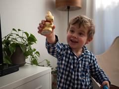 Le lapin de Pâques (Dahrth) Tags: lumixgf1 lumix20mm microquatretiers rabbit chocolat lapin chocolate kid boy garçon easter pâques