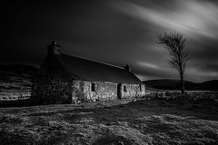 An Old Crofthouse .. (Gordie Broon.) Tags: crofthouse croachy scotland scottishhighlands schottland monochrome longexposure eveninglight winter 2019 paysage scenery paisaje ecosse scenic landscape farr tullich escocia lonetree scozia collines invernessshire szkocja caledonia le contrasts blackwhite sky clouds field gordiebroonphotography strathnairn olympusomdem5 olympuszuiko1240mmlens haida10stopfilter lightandshadow conversion westcroachy dhuailow brin alba february building geotagged aberarder moody