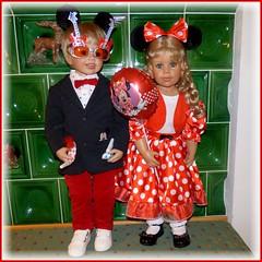 Zwei Gitarren und ein Ballon / Two guitars and a balloon (ursula.valtiner) Tags: puppe doll luis bärbel künstlerpuppe masterpiecedoll fasching carnival faschingsparty carnivalparty brille spectacles glasses luftballon balloon mickymaus mickeymouse minniemaus minniemouse