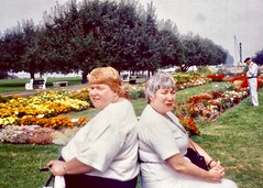Linda Chesner (Mom), Aunt Judy Currie - 1996 (nomad7674) Tags: judycurrie linda chesner mom mother berry judy judith currie aunt oregon visit family
