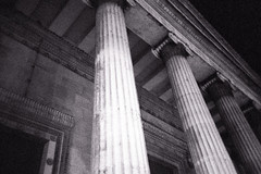 Columns (romain@pola620) Tags: 35 35mm 135 3200iso 3200 tmax3200 tmax 1600iso 1600 kodak analog analogue analogique argentique film pellicule london londres londonbynight uk greatbritain black blackwhite blackandwhite monochrome gris grey old lca low lomography lowfi lofi vintagecamera vintage grain grainy night nuit dark darkness shotinthedark availablelight columns town city