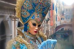 Venezia romantica (ej - light spectrum) Tags: venedig venice venise venezia mask costume olympus omd em5markii mzuiko italy italien portrait dress gondola carnevale italia венеция 威尼斯 ヴェネツィア