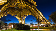 Tour Eiffel (romain.roussel) Tags: eiffel tour paris france night bluehour bleu city photo landscape blue reflection tower architecture monument