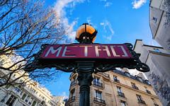 (graveur8x) Tags: paris france metro sign urban city capital europe buildings sky blue clouds sun contrast sony sonya7iii voigtländer voigtlander 21mm manualfocus skopar voigtlandercolorskopar21mmf35aspherical