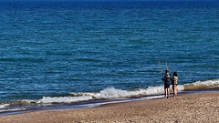 Catching the sea (gerard eder) Tags: world travel reise viajes europa europe españa spain spanien valencia elsaler sea seascape beach strand playa mediterraneo mediterranean mediterraneansea people peopleoftheworld paisajes panorama outdoor wasser water waves