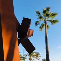 N° 149 (VictorCharlyCharly) Tags: cortezsteel harbor palmtree geometrical abstract art sculpture pasitoblanco grancanaria canaryislands
