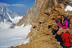 Souvenir au col du Tour Noir (Yvan LEMEUR) Tags: massifdumontblanc montagne mountain alpinisme alpes extérieur landscape paysage chamonix glacier glacierdesaméthystes refugedargentière glacierdargentière hautesavoie aiguilleverte rochers randonnée coldutournoir