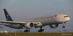 Boeing 777-300ER Saudi Arabia (Moments de Capture) Tags: boeing 777300er b777 saudiarabia aircraft plane avion aeroport airport spotting lfpg cdg roissy charlesdegaulle onclejohn canon 5d mark3 5d3 mk3 momentsdecapture