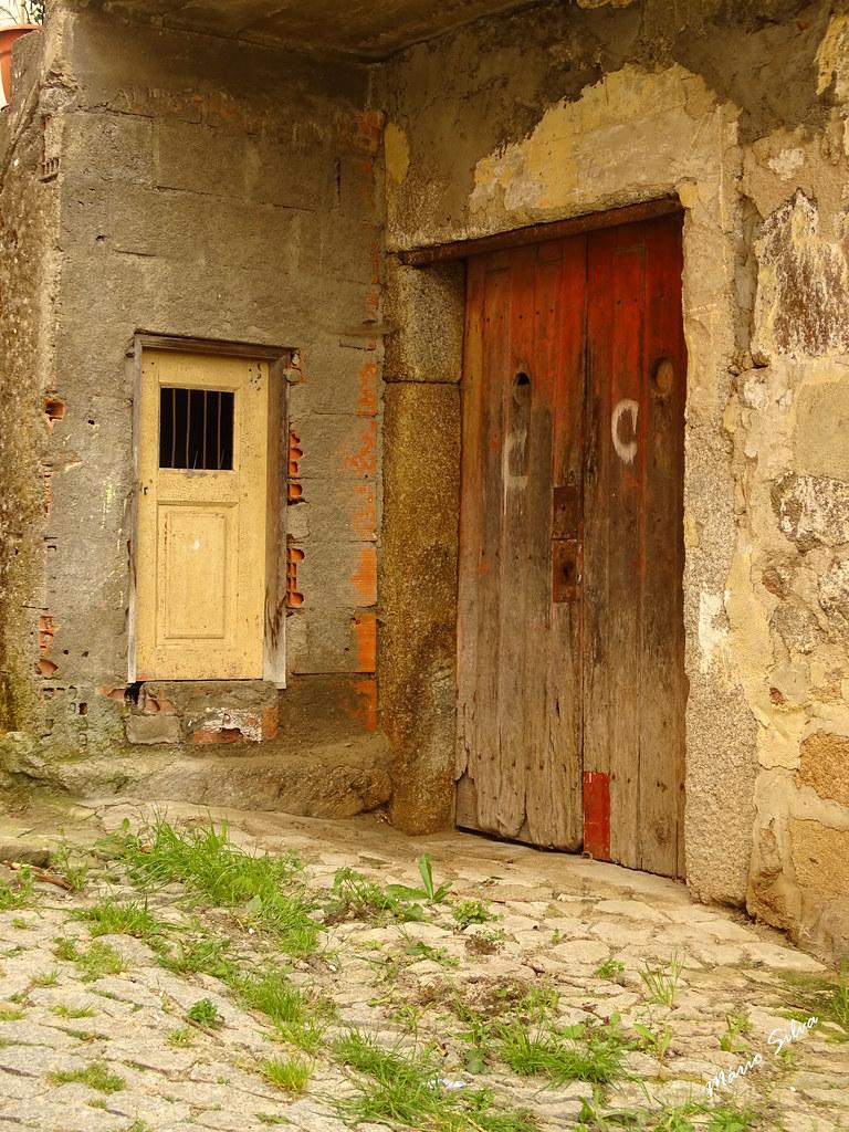 Águas Frias (Chaves) - ... porta e portão ...