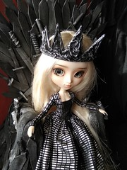 Daenerys (Lunalila1) Tags: doll groove pullip mio kit fc custo custom rakeru sensei daenerys handmade outfit clothes dress lunalilaclothes lilafakeoutfit fake diy trono de hierro throne iron gameofthrones got juegodetronos enokland
