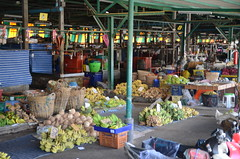 A large fruit and veggie market outside Thonburi train station (shankar s.) Tags: thonburistation rotfaithonburimarket thailand seasia bangkok srt wetmarket krungthepmahanakhon localmarket producemarket krungthep fruitandvegetablemarket thairailways vegetablestalls staterailwaysofthailand wholesaleproducemarket thonburirailwaystation thonburidistrict thonburitrainstation
