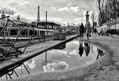 Port des Champs Élysées (jacquesbourdette) Tags: paris france toureiffel bnw