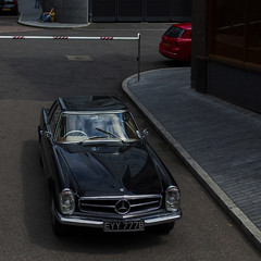 Mercedes (Julio López Saguar) Tags: aprobado juliolópezsaguar coche car automóvil color colour londres london england inglaterra uk unitedkingdom reinounido mercedes rojo red calle street