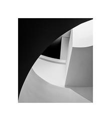 curves (Karl-Heinz Bitter) Tags: curves leica quadrat framed fine art monochrome karlheinzbitter blackwhite architecture abstract abstrakt