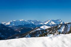 Zugspitzblick (bayernphoto) Tags: bayern bavaria winter alpen schnee eis sonnig warm kalt brauneck wetterstein zugspitze alpspitze guffert unnuetz fernblick rofan weitblick view oberbayern ski fahren schi huette sport wintersport skiing downhill berg mountain alpine