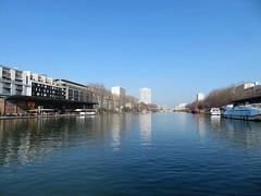 Bassin de la Villette (portemolitor) Tags: paris 19ème bassindelavillette bassin de la villette 19th 19e arrondissement 75019