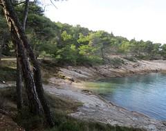 Zraka zimskog sunca - The ray of winter sun (Hirike) Tags: uvala bay hrvatska croatia dalmacija brač splitska postira gabrova