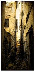 Callejón (j_rod4) Tags: callejon callejuela granada españa andalucía farola old viejo antiguo pasado piedra calle pared estrecho 2019