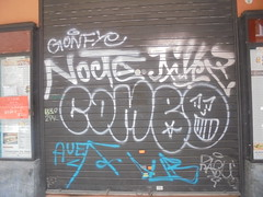 807 (en-ri) Tags: gonfye bianco tag azurro argento smile grin bologna wall muro graffiti writing serranda throwup auer ragu fhz nocte 2pk 639 combo