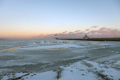Minnesota frozen (Lucie Maru) Tags: duluth minnesota cold frozen lake lakesuperior lighthouse snow rock rocky rockyshore sunset clouds
