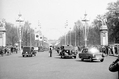 Parade in the Mall (vintage ladies) Tags: vintage blackandwhite photograph photo man male car london themall cars