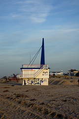 a sunny winter day at the beach (ericgrhs) Tags: rostock warnemünde watchtower beach strand ostsee ostseestrand balticsea warnemünderstrand sand sky afternoon mecklenburgvorpommern