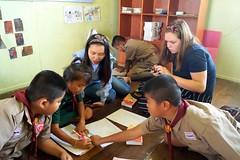 Soutien scolaire en Thaïlande (infoglobalong) Tags: stage étudiant service bénévolat volontaire international engagement solidaire voyage découverte enseignement éducation école enfants aide alphabétisation scolaire asie thaïlande jeux sport art informatique rénovations